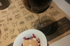 Helado de chocobarrica con vino tinto Azpilicueta Origen