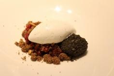 Remolacha, queso y pastel helado de trufa