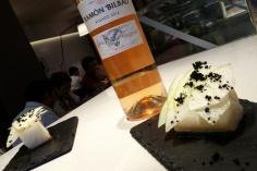 Bacalao con queso de cabra y manzana y rosado Ramón Bilbao