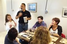 momento del sorteo de botellas de vino de Ramón Bilbao