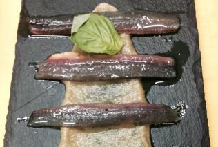 anchoa en salazón ligero con berenjena y ajo asado